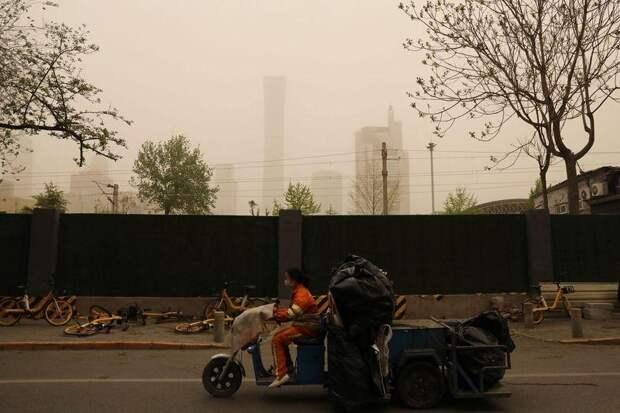 Китай накрыла песчаная буря. Приморье пока в безопасности
