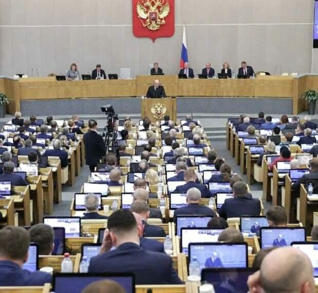 Госдума одобрила законопроект, снимающий возрастные ограничения для чиновников