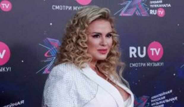 Красота Семенович спровоцировала драку: Мужчины перевозбудились