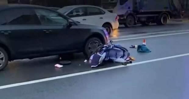 Авария дня. В Петербурге автомобиль сбил мать с двумя детьми (1 фото + 1 видео)