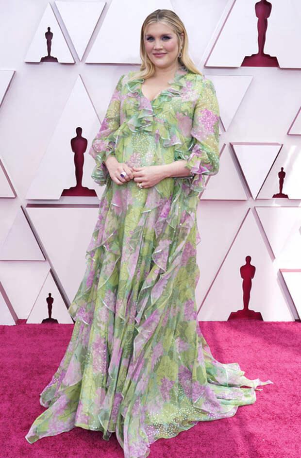Оскар-2021: беременная Эмиральд Феннел на красной дорожке премии