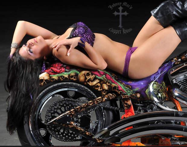 Красивые фотографии девушек с мотоциклами