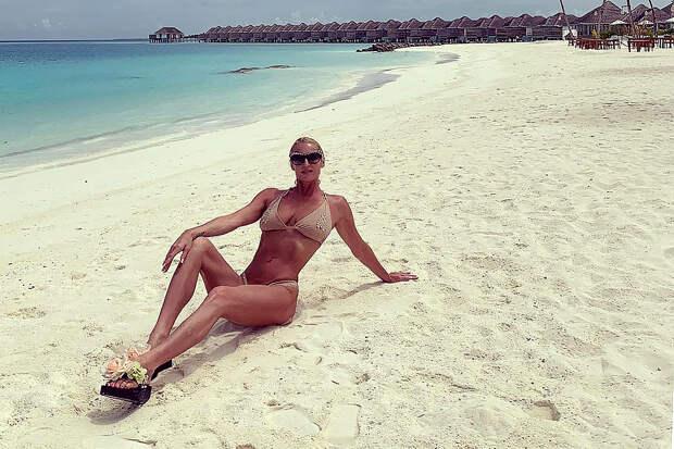 Волочкова на Мальдивах поразила Сеть бюстом и отсутствием шпагатов