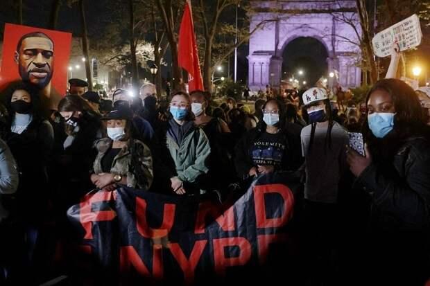 В Нью-Йорке после оглашения вердикта по делу Флойда начались демонстрации в защиту темнокожих