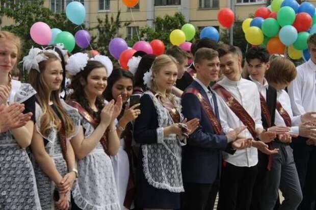 Пермские родители смогут посетить последние звонки с разрешения руководства школ