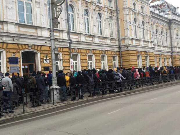 Несанкционированная акция в поддержку Навального прошла в Иркутске 21 апреля