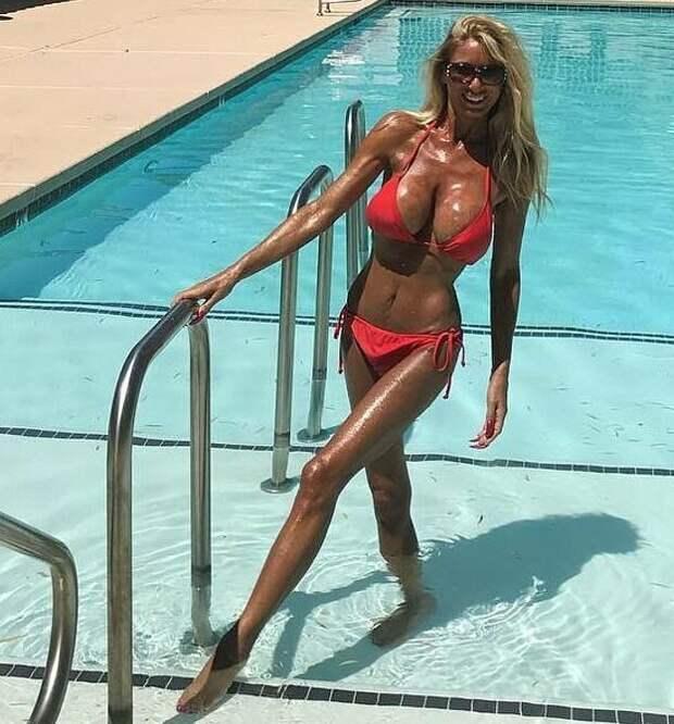 Бабушка из Лас-Вегаса прокачала тело и стала интернет-моделью, чтобы отомстить бывшему