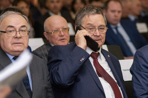 Назир Киреевявно намекает нато, что именно благодаря усилиям РТуКВЗ досих пор неотобрали тему Ми-8, ановые контракты наМи-38 появились сподачи властей республики