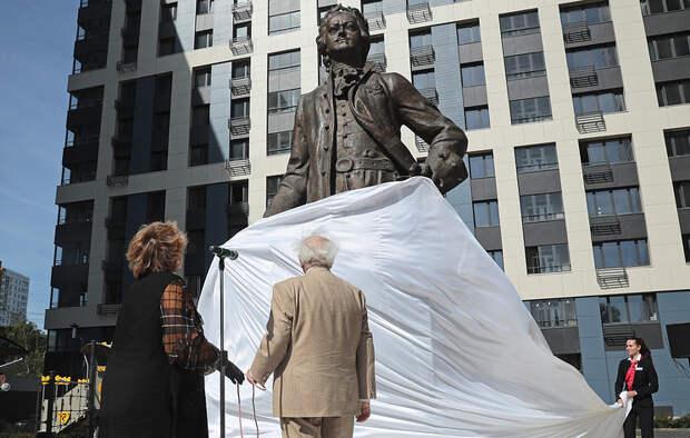 Зураб Церетели поставил в Москве второго бронзового Петра I