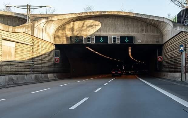 Временные неудобства: на сколько дней ограничат движение в тоннеле петербургской дамбы