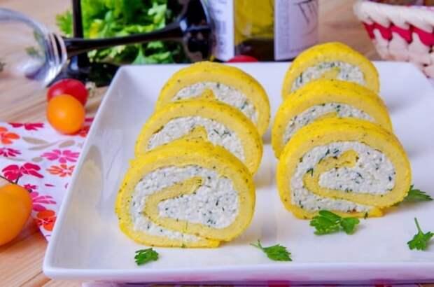 Рулет из омлета с плавленым сыром