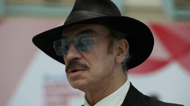 Боярский пообещал съесть свою шляпу в случае победы РФ на Евро