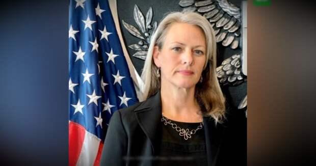 Россия высылает пресс-секретаря посольства США, объявив ее персоной нон грата