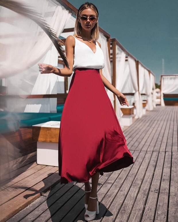 Бордовая юбка: 12 роскошных примеров для создания королевского образа