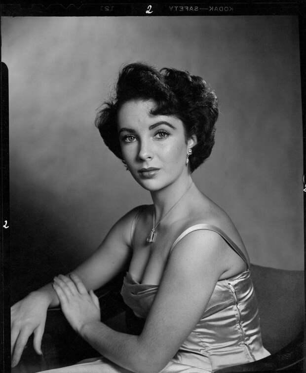 16-ти летняя Элизабет Тейлор в культовой фотосессии Филиппа Халсмана, 1948 г.