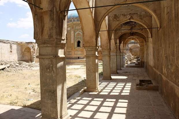 Старинная крепость Киркук на севере Ирака — остатки богатого христианского, исламского и месопотамского наследия Ирака. Фото 8 марта 2021 года.