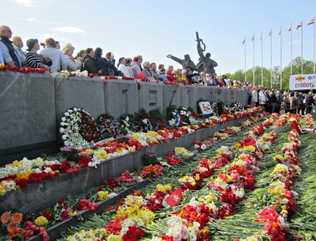 Русские Латвии отбили у националистов право праздновать День Победы