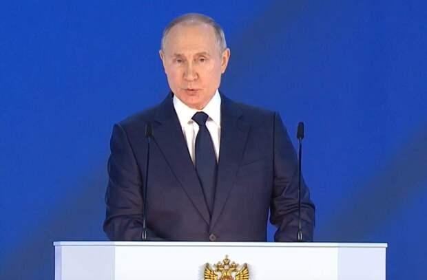 По 10 тысяч на школьника и ежемесячные выплаты неполным семьям. Путин пообещал деньги на детей