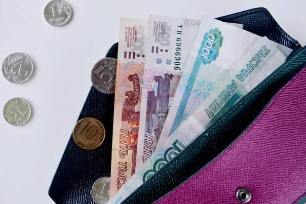 Минимальную зарплату в Крыму хотят приравнять к МРОТ