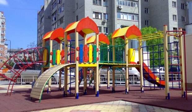 В Санкт-Петербурге женщина пыталась прогнать с площадки детей с аутизмом. СК начал доследственную проверку