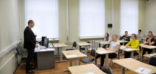 18 января московские школьники выйдут на учебу после почти двух месяцев «дистанционки»