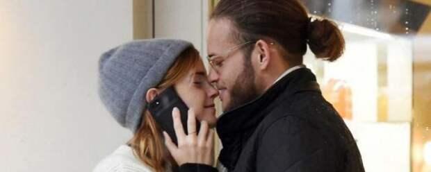 Эмма Уотсон отреагировала на слухи о помолвке с Лео Робинтоном