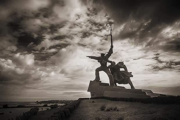 В Севастополе происходит обнуление истории