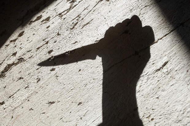 Женщина зарезала супруга в квартире дома по Олонецкому проезду