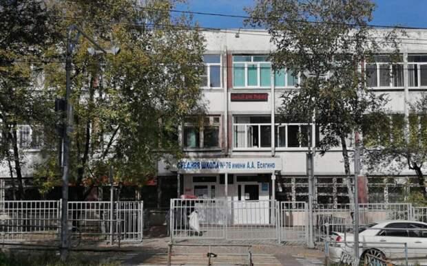 Директор хабаровской школы решила уволиться после танца учительницы на линейке 1 сентября