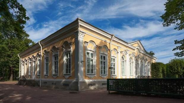 В Нижнем парке Петергофа открывается после реставрации Екатерининский корпус