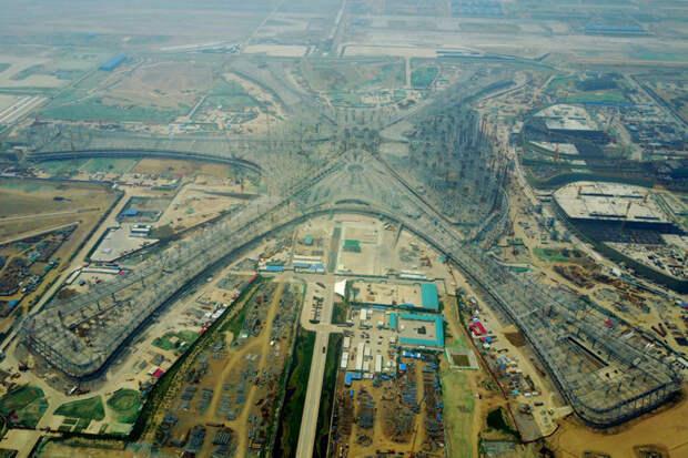 В Китае строят самый большой в мире аэропорт Gigafactory, TAIGA, крупнейший завод по производству гелия, мегапроекты, пекинский аэропорт, плавучая солнечная электростанция, самый большой аэропорт