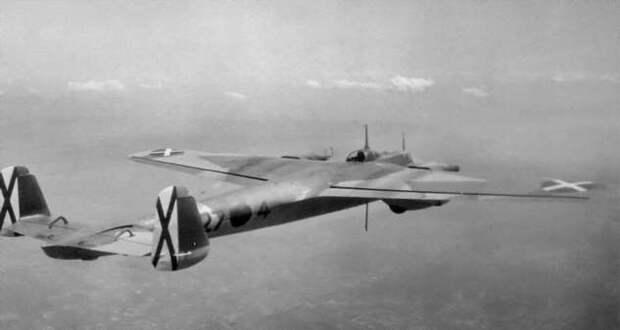 Боевые самолеты: коробка с неправильными карандашами (17 фото)