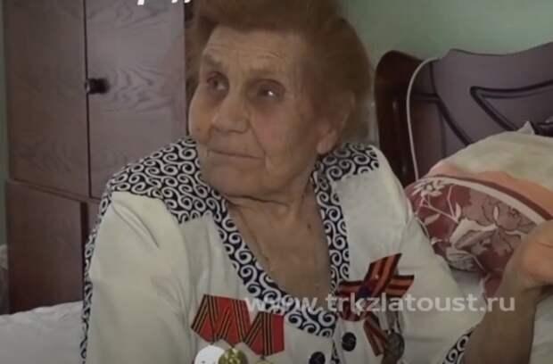 90-летняя «первая учительница» осталась совсем одна. Но о ней не забыли бывшие ученики