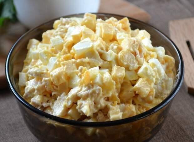Салат с курочкой, сыром и кукурузой
