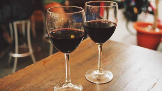 Гастроэнтеролог объяснила, чем не стоит закусывать при употреблении вина