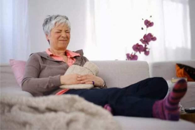 Муж просит жену отправить загостившуюся после операции свекровь восвояси, сам ее обидеть не решается