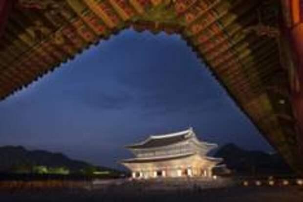 Вечернее открытие дворца Кёнбоккун