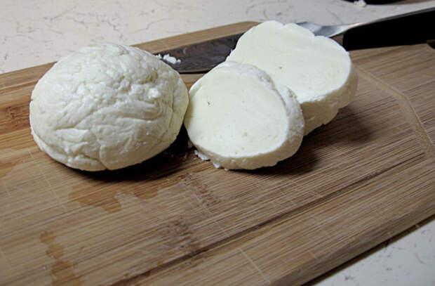 Взяли 2 литра молока и сделали 5 видов сыра