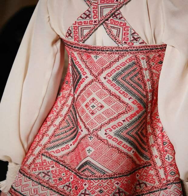 Цветная перевить идеальный вариант вышивки для тех, кто впервые рискнул взяться за иглу и нить