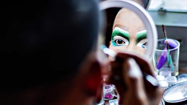 Драг нах Остен: Танцы извращенцев выходят из клубов на большую сцену