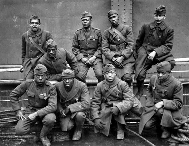 Группа солдат и младших офицеров в 1919 году.