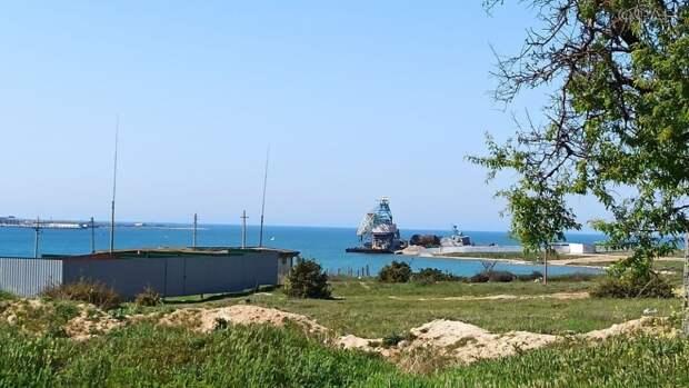 Военные корабли «Мираж» и «Владимирец» отправились в последний путь в Севастополе