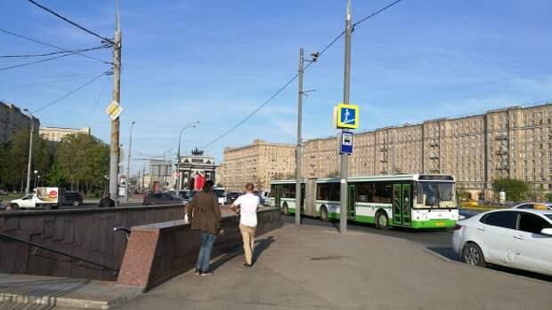 РЕН ТВ: Автомобиль депутата Госдумы Рахима Азимова попал в ДТП в Москве