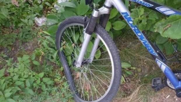 На Абрамцевской велосипедист влетел в автомобиль