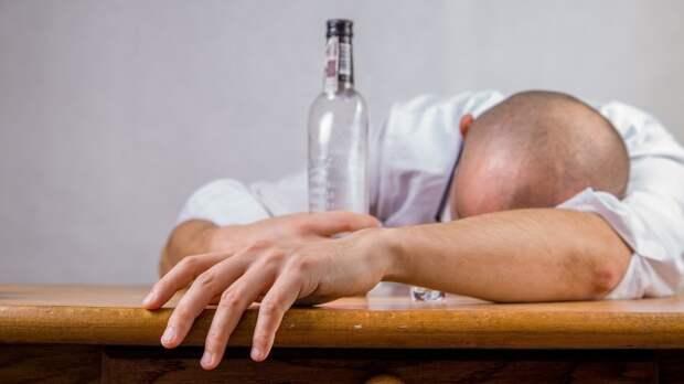 Переболевших COVID-19 предостерегли от употребления алкоголя