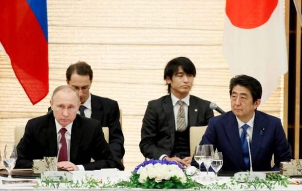 Долгая дорога к миру: как прошла встреча министров России и Японии