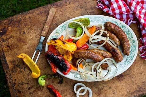 Ароматные картофельные колбаски на гриле. \ Фото: 1000.menu.