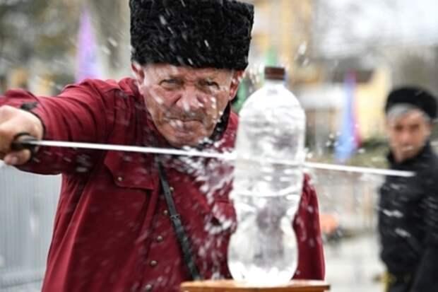 Биохимик заявила об опасности воды в бутылках