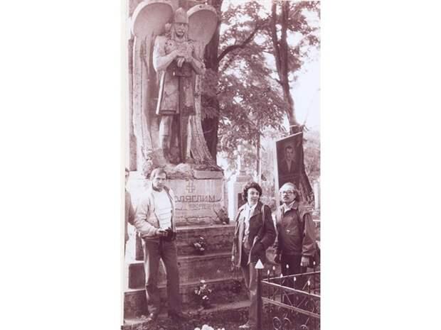 Как разрушали СССР: из комсомольцев – в бандеровцы