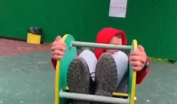 «Вася, 25 годиков»: поступок парня на детской площадке разгневал приморцев